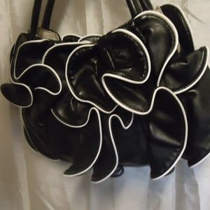 NWOT Black and White purse by Sondra Roberts